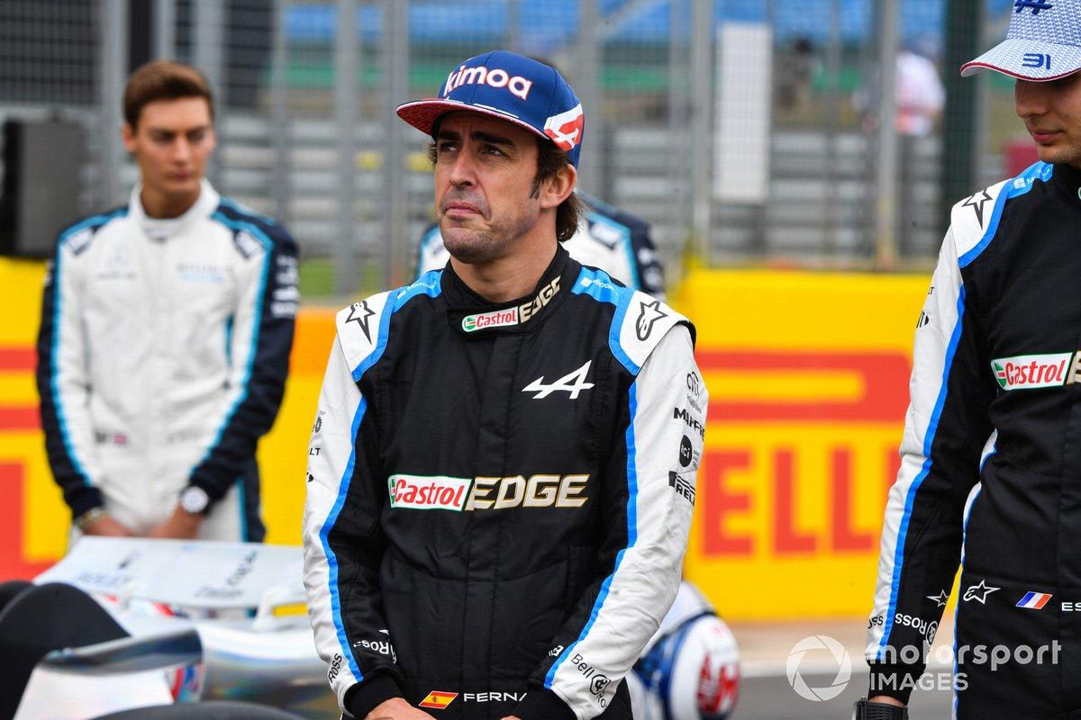 Fernando Alonso, Alpine F1, Esteban Ocon, Alpine F1 en el evento de lanzamiento del coche de Fórmula 1 de 2022 en la parrilla de Silverstone