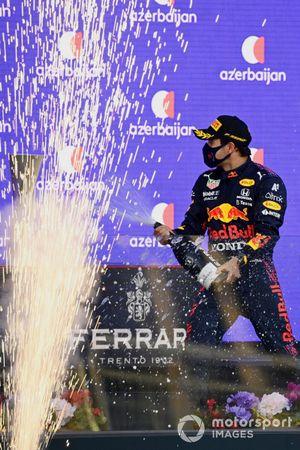 Podio: ganador de la carrera Sergio Pérez, Red Bull Racing, tercer lugar Pierre Gasly, AlphaTauri