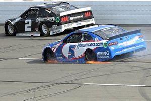 Kyle Larson, Hendrick Motorsports, Chevrolet Camaro drives with a flat tire