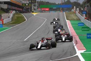 Kimi Raikkonen, Alfa Romeo Racing C41, Antonio Giovinazzi, Alfa Romeo Racing C41, e Mick Schumacher, Haas VF-21