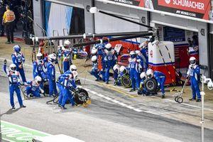 Team Haas F1 pronto ai box per un pit stop
