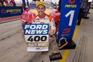 Race winner Anton de Pasquale, Dick Johnson Racing Ford