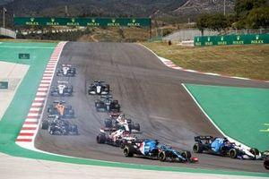 George Russell, Williams FW43B, Fernando Alonso, Alpine A521, Kimi Raikkonen, Alfa Romeo Racing C41, Antonio Giovinazzi, Alfa Romeo Racing C41, Yuki Tsunoda, AlphaTauri AT02, al inicio