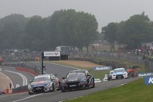 Tom Oliphant, Team BMW BMW 330i M Sport and Tom Ingram, Excelr8 Trade Price Cars Hyundai i30 Fastback N Performance