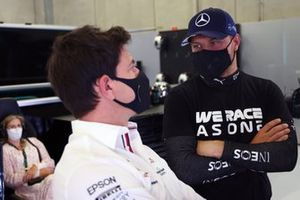 Toto Wolff, Team Principal and CEO, Mercedes AMG, with Valtteri Bottas, Mercedes