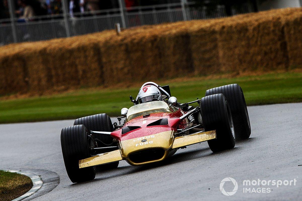 Mario Andretti au volant de la Lotus 49B (1967)