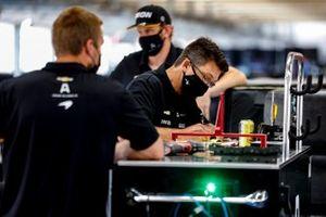 Felix Rosenqvist, Arrow McLaren SP Chevrolet crew