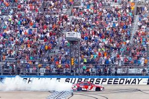 Kyle Larson, Hendrick Motorsports, Chevrolet Camaro Valvoline celebrates his win
