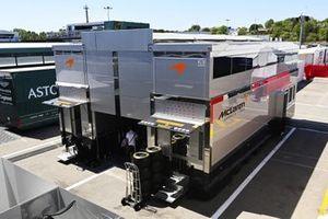 Motorhome McLaren nel paddock