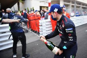 Robin Frijns, Envision Virgin Racing, 2nd position, sprays champagne