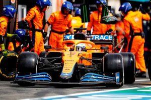 Daniel Ricciardo, McLaren MCL35M , in the pits