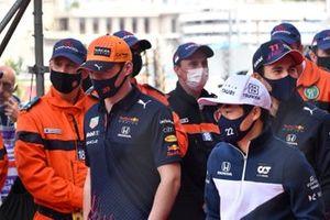 Max Verstappen, Red Bull Racing, en Yuki Tsunoda, AlphaTauri, tijdens de drivers parade
