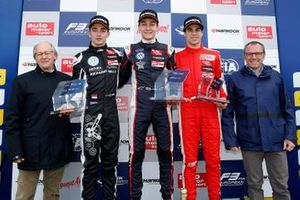 Podio: Graham Stoke, Charles Leclerc, George Russell, Lance Stroll, Stefano Domenicali