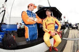 Scott Dixon, Chip Ganassi Racing Honda talks to Ryan Hunter-Reay, Andretti Autosport Honda