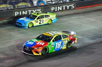 Kyle Busch, Joe Gibbs Racing, Toyota Camry M&M's, Paul Menard, Wood Brothers Racing, Ford Mustang Menards / Knauf