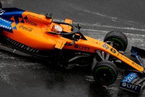 Carlos Sainz Jr., McLaren MCL34 runs wide