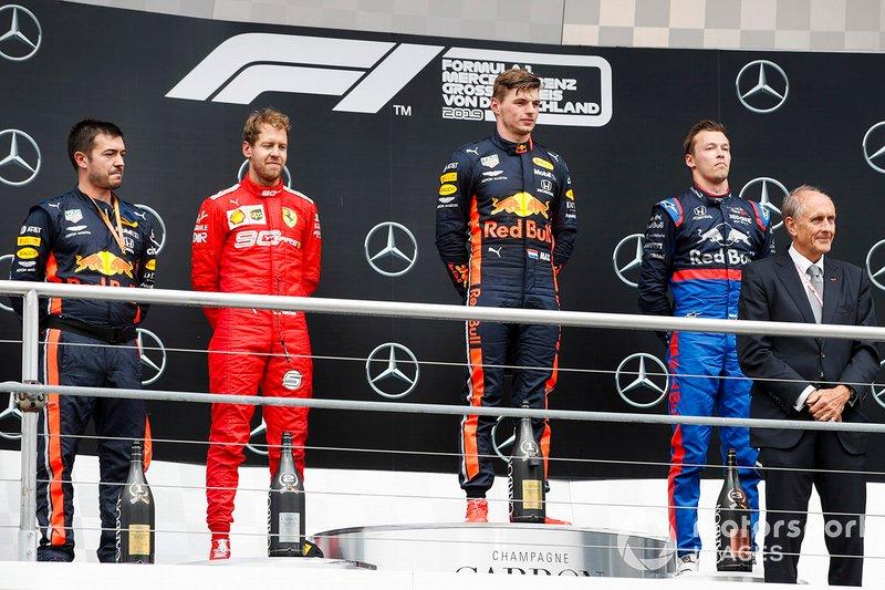 Podio: ganador de la carrera Max Verstappen, Red Bull Racing, segundo lugar Sebastian Vettel, Ferrari, tercer lugar Daniil Kvyat, Toro Rosso