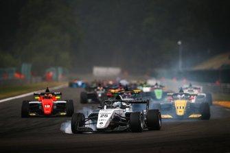 Start action, Leonardo Lorandi, JD Motorsport leads