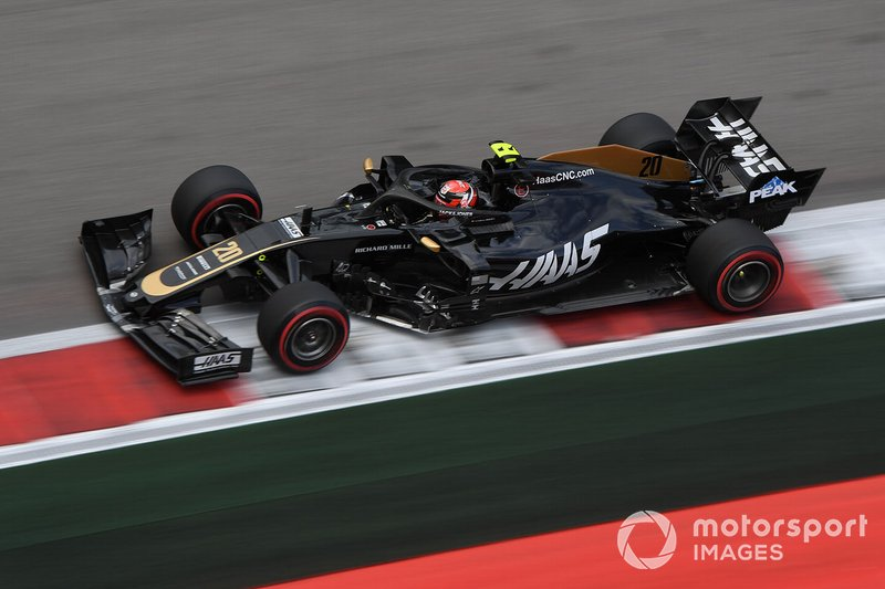 13: Kevin Magnussen, Haas F1 Team VF-19, 1'34.082