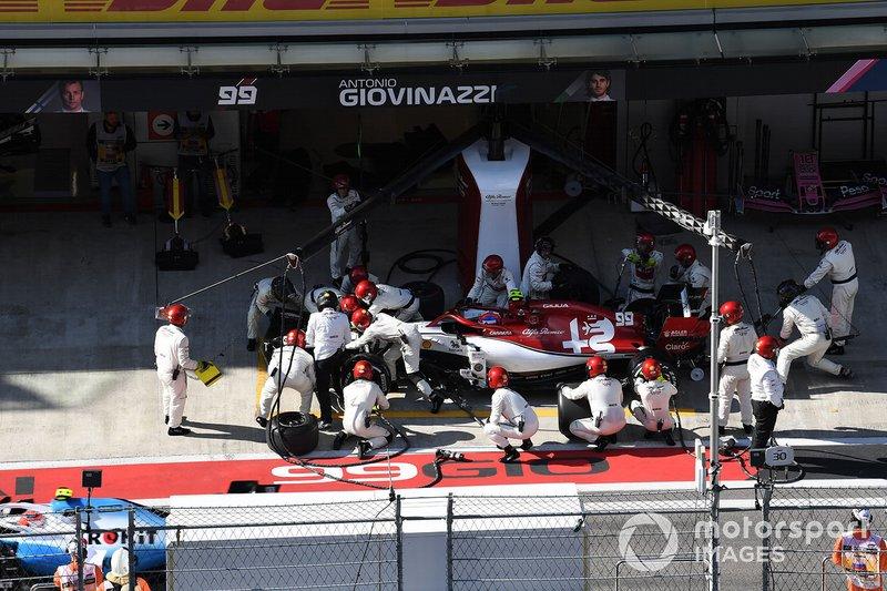 Antonio Giovinazzi, Alfa Romeo Racing C38, pit stop