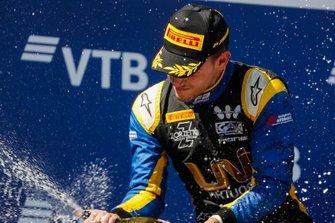 Winnaar Luca Ghiotto, UNI Virtuosi Racing
