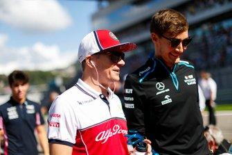 Kimi Raikkonen, Alfa Romeo Racing, en George Russell, Williams Racing
