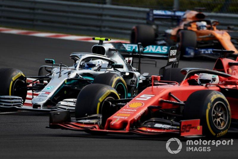 Sebastian Vettel, Ferrari SF90, precede Valtteri Bottas, Mercedes AMG W10, e Carlos Sainz Jr., McLaren MCL34