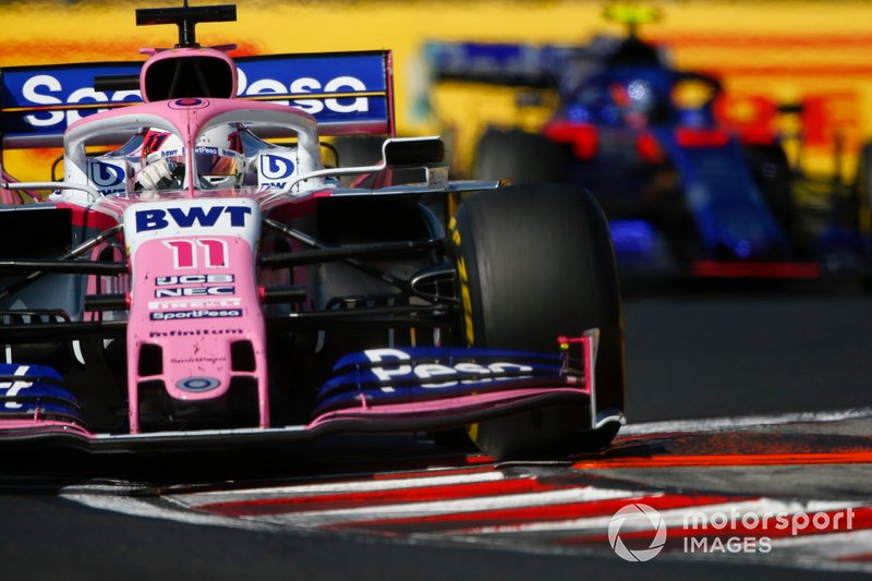 Sergio Pérez, Racing Point RP19, lidera Alexander Albon, Toro Rosso STR14