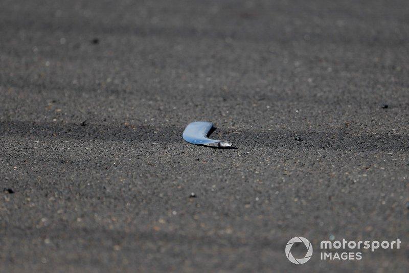 Escombros del coche de Lewis Hamilton, Mercedes AMG F1 W10