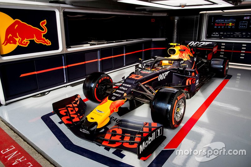 Red Bull estilizada com logo do 007
