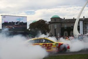 Billy Johnson en el Joey Logano Ford NASCAR