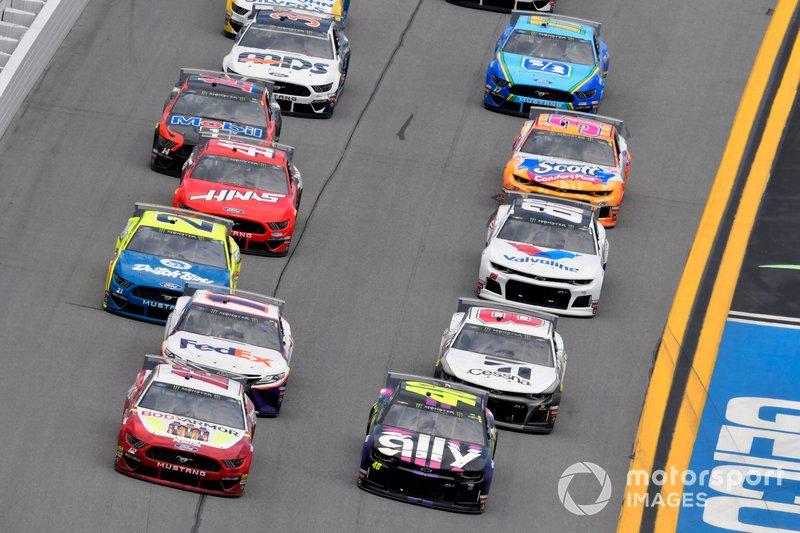 Ryan Blaney, Team Penske, Ford Mustang BodyArmor and Jimmie Johnson, Hendrick Motorsports, Chevrolet Camaro Ally