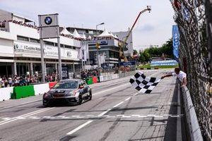 Damalı bayrak: Mikel Azcona, PWR Racing CUPRA TCR
