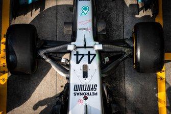 Prove di pit stop della Mercedes AMG F1 con la Mercedes AMG F1 W10