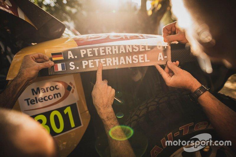 #301 X-Raid Mini JCW Team: Stéphane Peterhansel, Andrea Peterhanse, logo