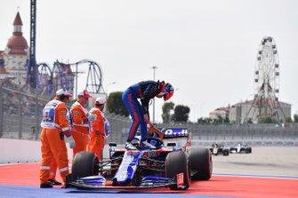 Daniil Kvyat, Toro Rosso, s'arrête en bord de piste