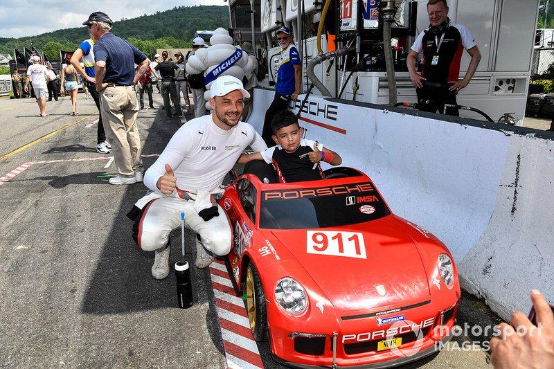 Joven aficionado a Porsche y Earl Bamber, Porsche GT Team