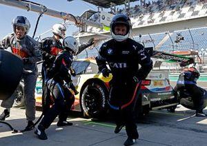 Pit stop, Sheldon van der Linde, BMW Team RBM