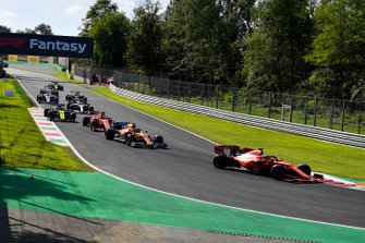 Sebastian Vettel, Ferrari SF90, Carlos Sainz Jr., McLaren MCL34, Charles Leclerc, Ferrari SF90, Nico Hulkenberg, Renault F1 Team R.S. 19 et Lewis Hamilton, Mercedes AMG F1 W10