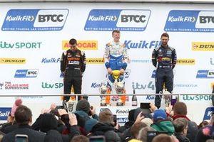 Podio: Dan Cammish, Team Dynamics Honda Civic, Rory Butcher, AmD Tuning Honda Civic y Andrew Jordan, WSR BMW