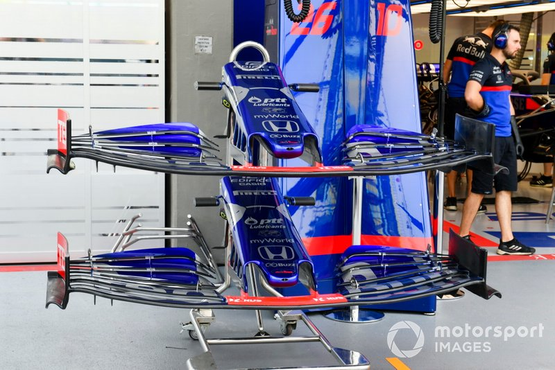 Front wing of Toro Rosso STR14