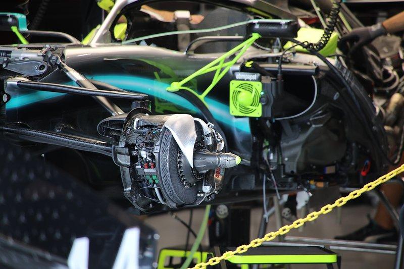 Mercedes AMG F1 W10, freio