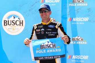 Pole Award winner Clint Bowyer, Stewart-Haas Racing, Ford Mustang