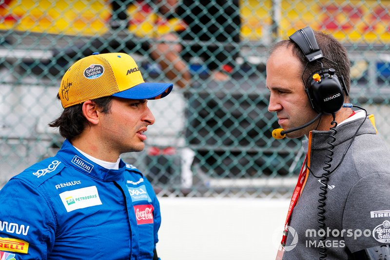 Carlos Sainz Jr., McLaren, sulla griglia