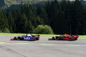 Pierre Gasly, Toro Rosso STR14, leads Alex Albon, Red Bull RB15