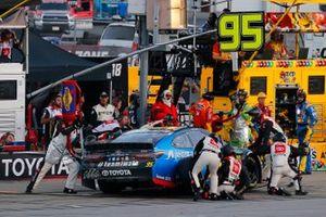 Matt DiBenedetto, Leavine Family Racing, Toyota Camry Anest Iwata pit stop