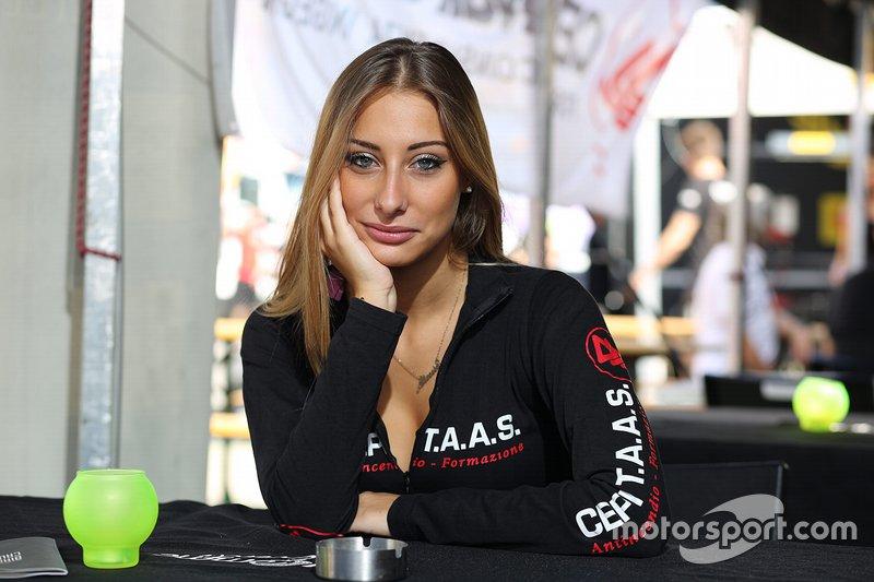 Grid Girl al Pirelli Cup: Round 6