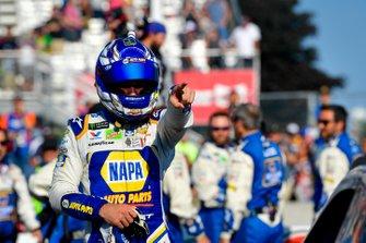 Chase Elliott, Hendrick Motorsports, Chevrolet Camaro NAPA AUTO PARTS and crew celebrate after winning