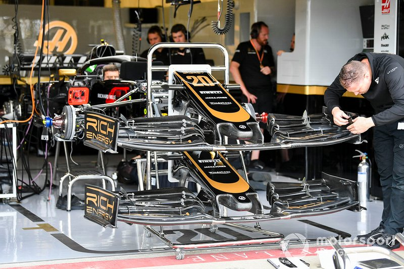 Front wing off Haas F1 Team VF-19
