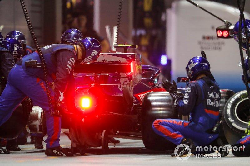 Pierre Gasly, Toro Rosso STR14, fa uno stop